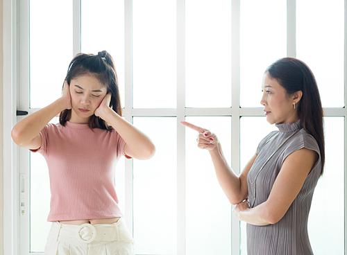 Cằn nhằn - cách thể hiện tình yêu sai lệch của cha mẹ Á Đông
