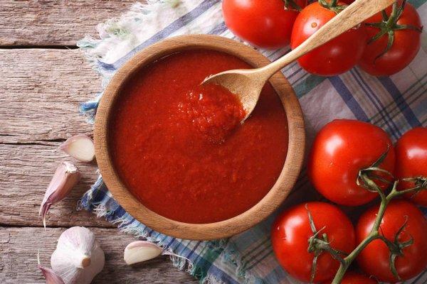 """Trước khi ngủ thoa vài giọt nước cà chua lên mặt, nám, tàn nhang cứ thế tự động """"bốc hơi"""""""